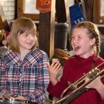 Kinder beim Trommelworkshop